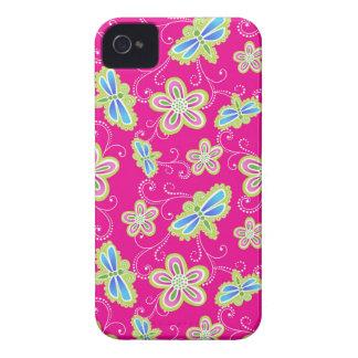 Flores, libélulas y remolinos lindos en rosa carcasa para iPhone 4