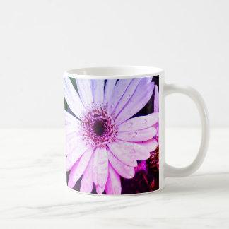 Flores mojadas taza de café