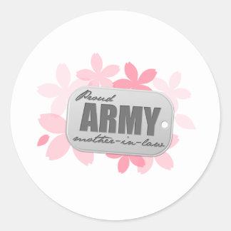 Flores orgullosas de la suegra del ejército etiquetas redondas