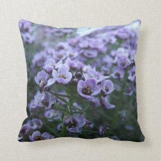 "Flores púrpuras, almohada de tiro 16"" x 16"""