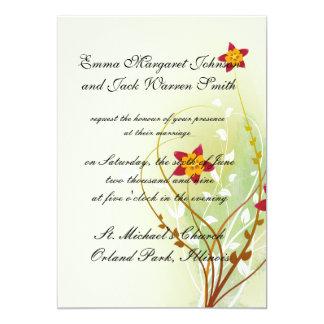 flores rojas bonitas en suavemente verde invitación 12,7 x 17,8 cm