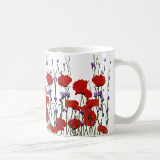 Flores rojas y púrpuras, amapolas, botones del taza de café