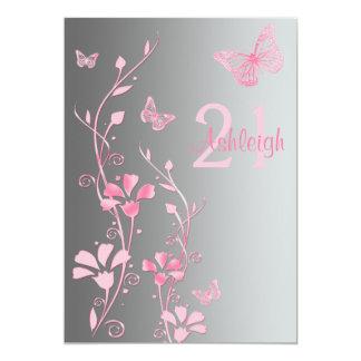 Flores rosadas, grises y invitación de las