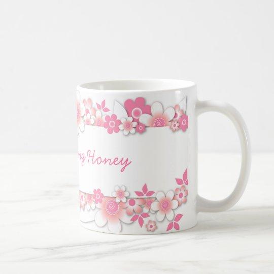 Flores rosadas, miel de la buena mañana taza de café