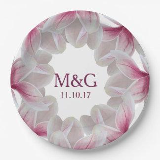 Flores rosados de la magnolia meridional y letras plato de papel