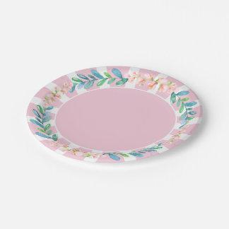 Flores y hojas rosadas de la raya plato de papel