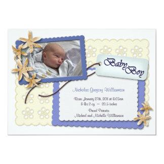 Flores y invitaciones azules del nacimiento del invitación 12,7 x 17,8 cm