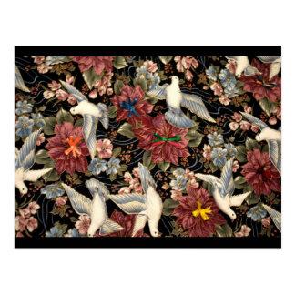 Flores y palomas decorativas postal