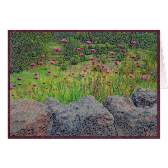 Flores y pared de piedra tarjeta de felicitación