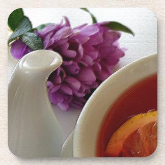 flores y té posavasos