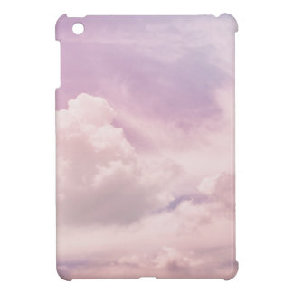 Flotación en las nubes púrpuras mullidas