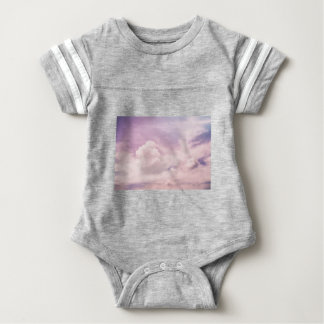 Flotación en las nubes púrpuras mullidas body para bebé