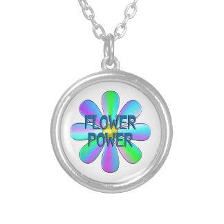 Flower power collar plateado