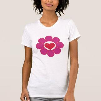Flower power del chica de la primavera con el camiseta