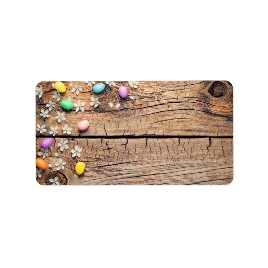 Fondo de Pascua con el flor y los huevos en la Etiquetas De Dirección