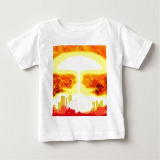 Fondo del calor de la bomba atómica camiseta de bebé