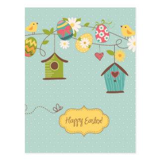 Fondo hermoso de la primavera con las casas del postal