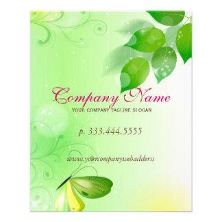 Fondo verde de la primavera con la mariposa folleto 11,4 x 14,2 cm
