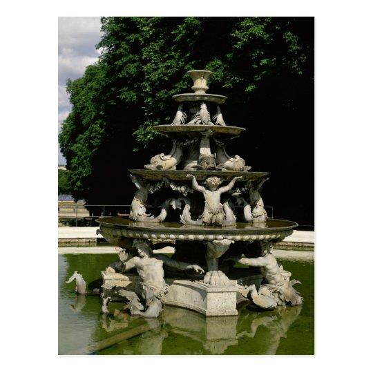 Fontaine de la Pyramide Postal