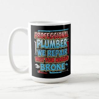Fontanero reparamos lo que se rompió su marido taza de café