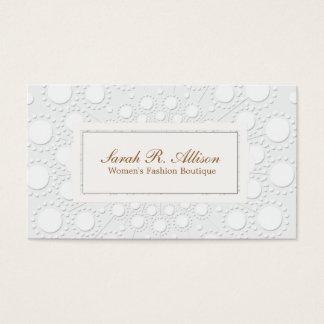 Formal y moda grabó en relieve blanco y gris de la tarjeta de visita