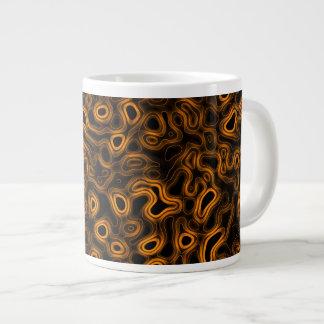 Formas que fluyen de oro taza de café grande