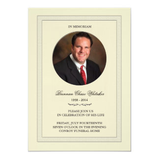 Foto acodada en la tarjeta de Memoriam Invitación 12,7 X 17,8 Cm