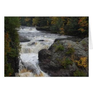Foto adaptable hermosa de la cascada felicitación