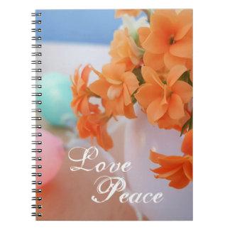 Foto anaranjada de la flor de Kalanchoe con paz Cuaderno