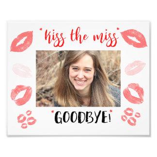 Foto Bese el marco de Srta. Goodbye Bridal Shower Gift
