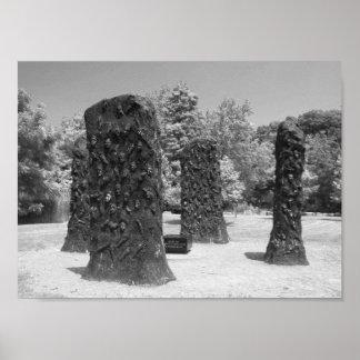 Foto blanco y negro de la escultura póster
