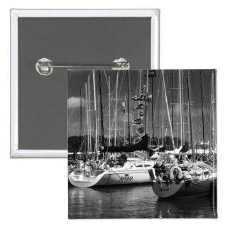 Foto blanco y negro del barco de la Poner-n-Bahía Chapa Cuadrada