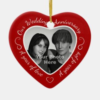 Foto de encargo del aniversario de boda adorno navideño de cerámica en forma de corazón