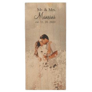 Foto de encargo del boda del monograma memoria USB de madera