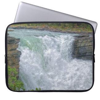 Foto de la naturaleza de la cascada de la montaña  fundas computadoras