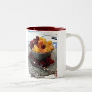 Foto de la taza de la fruta en una taza por los