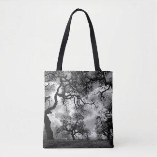 Foto del árbol que frecuenta bolso de tela
