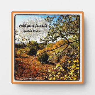 Foto del arte de la naturaleza del otoño con su placa expositora