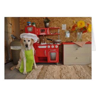 Foto del perro con el gorra del cocinero encendido tarjeta de felicitación