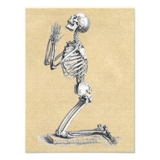 Foto Esqueleto en rezo