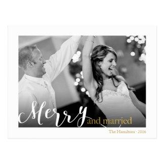"""Foto """"feliz y casada"""" de la tipografía elegante postal"""