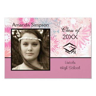 Foto floral y rosada - invitación de la graduación