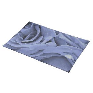 Foto gris azul clara delicada de la flor de los salvamanteles