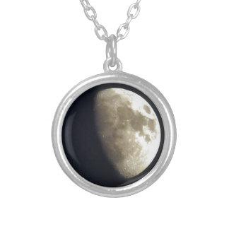 Foto lunar de la astronomía de la media luna colgante redondo