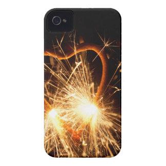 Foto macra de un sparkler ardiente en forma de un carcasa para iPhone 4