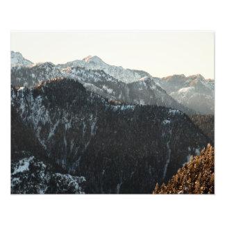 Foto Montañas en la oscuridad