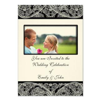 Foto negra de la invitación del boda del damasco
