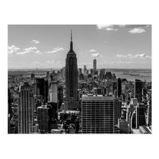 Foto negra y blanca del horizonte de New York City Postal