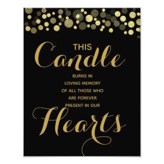 Foto Oro y muestra negra de la vela de la memoria para