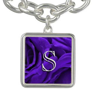 Foto púrpura brillante delicada de la flor de los pulsera con dije